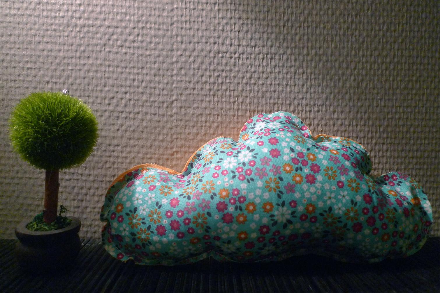 coussin nuage liberty vert d 39 eau fafaille studio. Black Bedroom Furniture Sets. Home Design Ideas